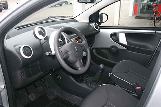 Citro n c1 5 deurs adriaanse autoverhuur eindhoven for Auto interieur reinigen eindhoven